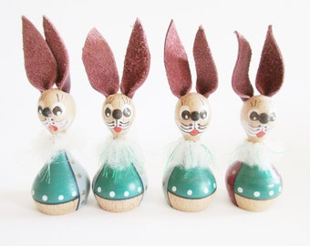 Lovely German Vintage DDR Erzgebirge Wood Bunnies with Fancy Bows from the 70ies Home Decor