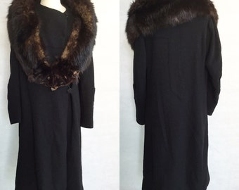 SALE! 1920s or early 1930s coat with fox collar