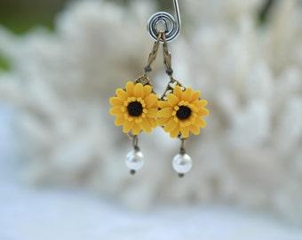Yellow Gerbera Daisy and Pearls Earrings, Gerbera Daisy Earrings, Yellow Flower Gerbera Daisy Jewlery
