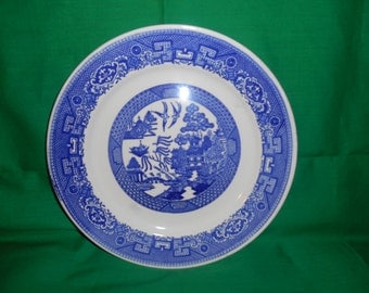 "One (1), 9 1/8"" Luncheon Plate (5"" ctr design), from Homer Laughlin, in the Blue Willow Pattern."