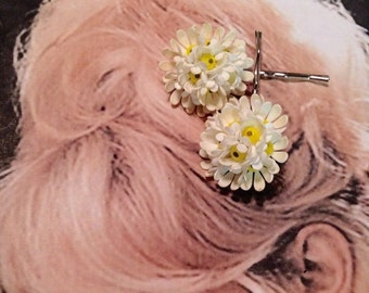 SALEWindyDays Decorative Hair Pins 40's Spring Daisy Floral Flower Bobby Pins, West Germany
