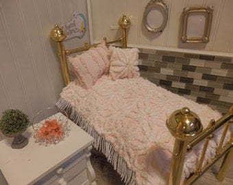 """Vintage Chenille Doll Bedding, Classic Hoffman Pink Daisies design,.Fits 18-20"""" dolls, # 85"""