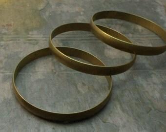 pkg of (1) - 8mm Antiqued Wide Brass Bangle 2 1/2 inch Inside Diameter