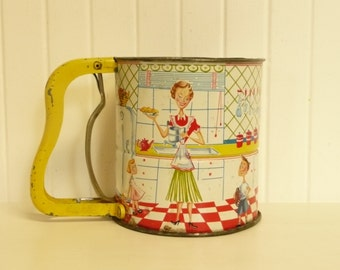 RARE 1950s Androck Hand i Sift, Mom and Kids Three Screen Hand Sifter with Yellow Metal Handle, Lithograph Collectible