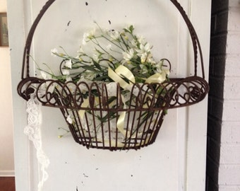 Vintage Vintage old distressed large french style basket, distressed wire antique country french rusty metal wire flower basket