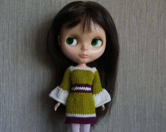Blythe doll sized mod retro bell sleeved knitted dress for Blythe, Pullip, Dal. Licca, Barbie or similar dolls