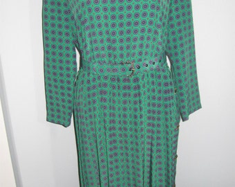 Leslie Fay Green Navy Pattern 8 P Poly Long Sleeved Dress Pleated Skirt Belt Elastic Waist Shoulder Opening with Three Buttons 1990's
