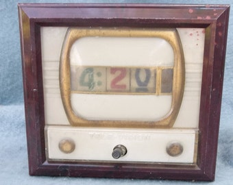 TV clock - old , looks really COOL .  see photos . Does Not Work . needs restored.