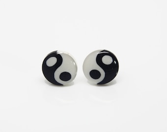 Yin and yang Studs - Yin and yang  post earrings- Polymer clay stud earrings