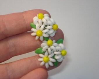 Vintage Daisy Flower Earrings - Clip on Enamel Flower Power - Costume Jewelry - 1960s