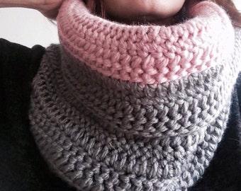 Snood Bicolore Grosses Mailles, Tour de cou, Tricoté à la main, Echarpe Hiver, Crochet, Couleur Rose et Gris