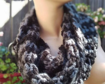 crochet infinity houndstooth scarf