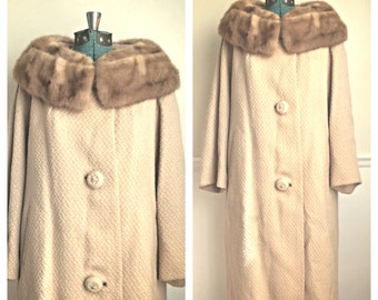 SALE Vintage 1960s Lazarus tan wool coat fur collar / wool trench coat / winter coat / long wool coat / gift for her / secretary  /  medium