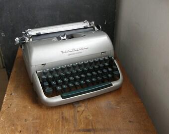 superb Remington letter riter manual typewriter with case,Green keys , silver body 1950s, Free UK postage