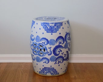 Large Chinese Porcelain Blue and White Garden Bench Barrel Stool Stand - Chinoiserie Home Decor Asian Oriental Mid Century Vintage Table