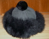 Free shipping! Real shearling black plush hat with pom pom CLEAN!