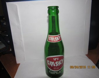 1948 It's Frisky 7 oz green acl painted label soda bottle No 1