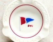 Syracuse China Ashtray Shreveport Sailing Yacht Club Ivory with Red and Blue Flag Ensigns, Pennants Burgee 1957 Ecco Rim
