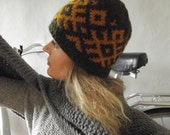 Hand knit wool hat gray with yellow signs