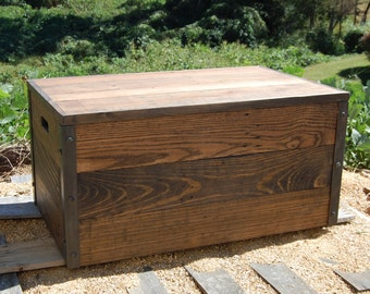 Crate Coffee Table/ Toy Chest/ Entryway Furniture/ Chest/ Storage/Industrial