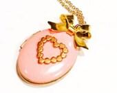 enameled oval locket- vintage locket necklace- romantic gift for her- romantic locket necklace- keepsake-Valentine's day gift for her