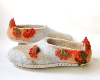 Felted slippers with Crochet flowers ,Women felt slippers,grey mossy wool slippers ,Eco house shoes ,Floral slippers 7,5US 38EU