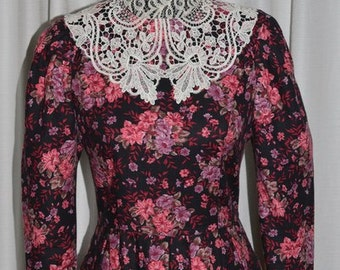Vintage Laura Ashley Cotton Wool Blend Pink  Lilac Floral Dress  with Lace Collar  Long Sleeve 1980s