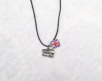 London Bus Necklace / jewelry / men's jewelry / women's jewelry / teen jewelry / boys jewelry / girls / men / women / England Souvenir / UK