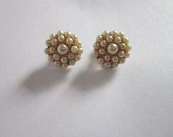 Vintage Multi Faux Pearl Clip on Earrings petite