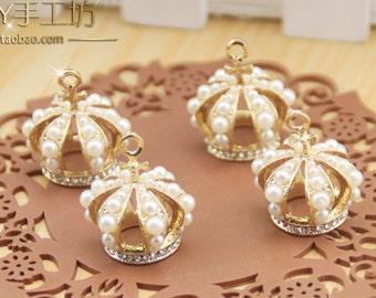 4 Pearl Crown Pendant Embellishment (24x21 mm) WT-001