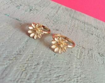 Gold Daisy Midi Ring