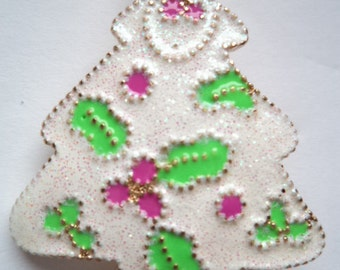 Vintage Unsigned White Sparkling Christmas Tree Brooch/Pin