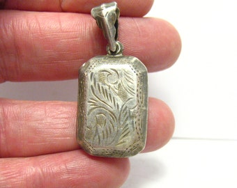 Sterling Silver Locket Etched Fronds 15 x 20 mm 2 sided 4.3 grams