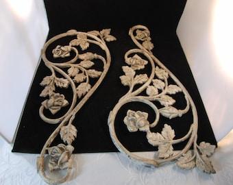 Vintage metal decorations (2 pieces)