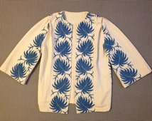 1960's, white and blue flowered, bell sleeve, no close, tablecloth jacket, Women's size Medium