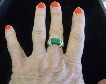 Sterling Silver 925 Silver ring with Rectangle Green Stone Size 8 # 7087