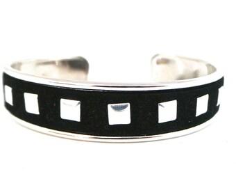 Bracelet jonc suédine clouté (bague offerte)