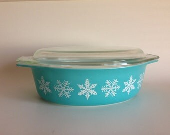 Pyrex Snowflake 045 Casserole - 2.5 Quart Turquoise with White Snowflake Pyrex Casserole Dish with Lid