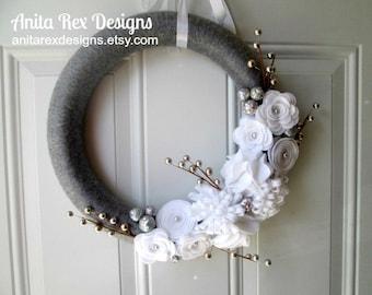 Christmas Yarn Wreath, Silver and White Wreath, Holiday Wreath, Felt Flower Wreath, Christmas Decor