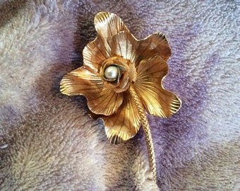 Gold toned brooch 2-1/2 in