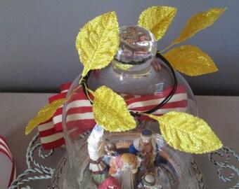 Small nativity scene / cloche nativity set / Holy Family display / small naitivity set / vintage nativity scene / hand made nativity scene