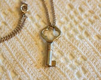Vintage Skeleton Key Gold Necklace