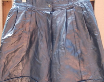 "Vintage 80s Leather Bermuda Shorts with Pockets Size 40 Small size 24"" Waist Size 4-6"