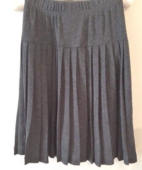 pleated gray skirt size medium charcoal gray vintage