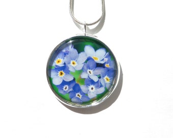 Forget Me Not Flower, Forget-Me-Not Pendant, Forget-Me-Not Necklace,OOAK Wildflower Pendant, Blue Silver Round 25mm, Photo Jewelry Jewellery