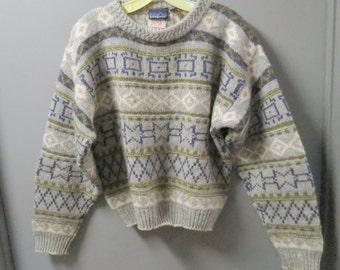 Women's Vintage Patagoni Ski Sweater with Nordic Geometric Pattern Size M  100% Wool  Ski Apres