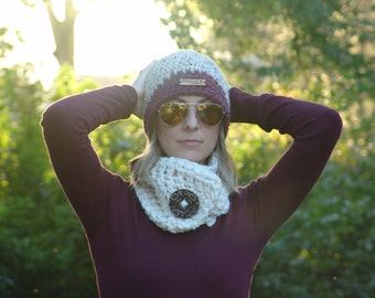Chunky Crochet Short Cowl Scarf with Big Wood Button - Wool Blend Neck Warmer, Big Button Scarf in Cream #EtsyGifts