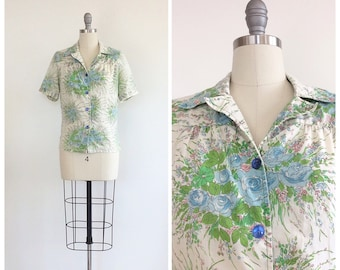 70s Cotton Floral Print Blouse / 1970s Vintage Short Sleeve Graphic Button Up Top / Medium / Size 8