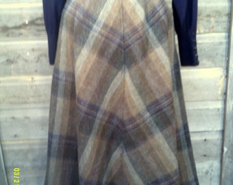 Woman's Vintage Wool Plaid Skirt, size 14, by Evan Piccone, Full Skirts 14, Wool Skirts 14, Winter Skirts 14, Wool Plaid Skirt 14, Skirts 14