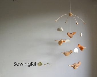 Bird mobile natural, baby mobile DIY, flying bird woolfelt, woodland, peach, abricot, skin colour, crib mobile, baby room mobile